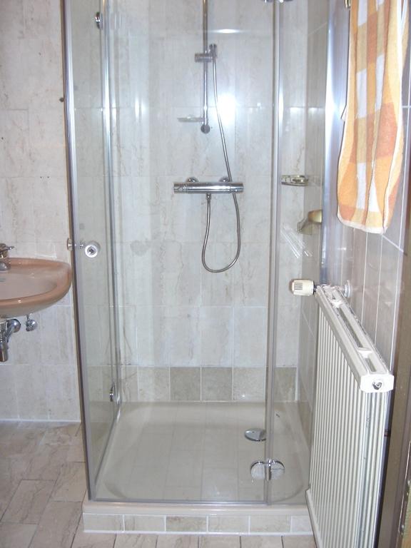 ihr badewannendoktor umbau von wanne auf dusche barrierefrei. Black Bedroom Furniture Sets. Home Design Ideas